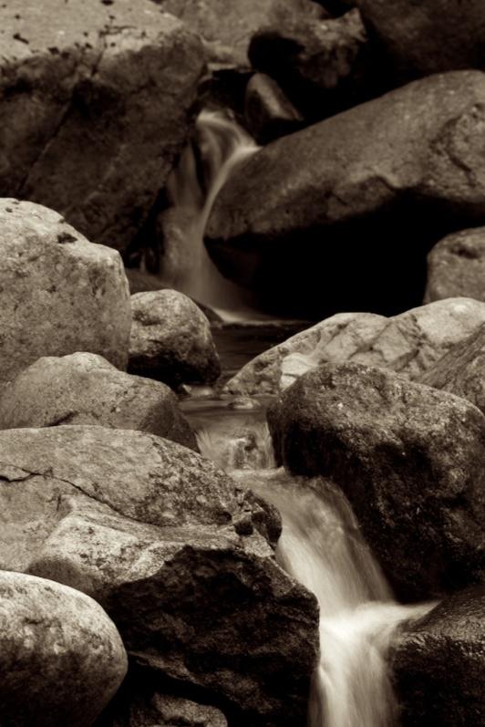 water-rocks 001